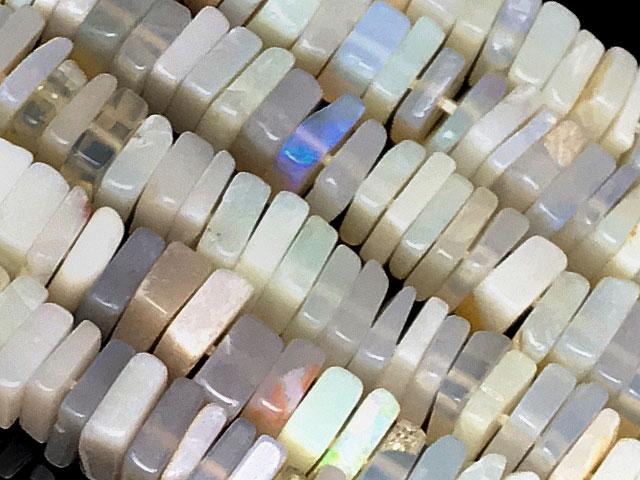天然石【連販売】オーストラリア産 プレシャスオパール スクエアチップ 4〜5mm【1連 1,800円】ビーズとパワーストーン