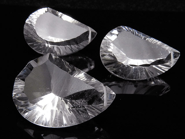 天然石【粒販売】天然水晶 クリスタルクォーツ リーフカット 23〜25mm[コンケーブカット]【1粒販売 2,890円】ビーズとパワーストーン
