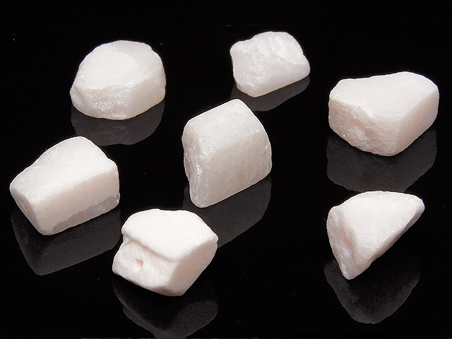 天然石【粒販売】ピンクカルサイト(マンガノカルサイト) ラフロック 7〜9mm【5粒販売 400円】ビーズとパワーストーン