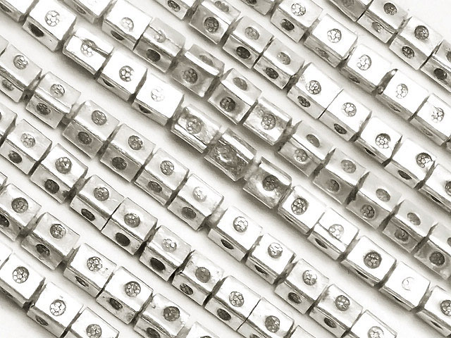 ビーズ天然石【連販売】カレンシルバー デザインキューブ 1〜2mm[ロング連]【1連 5,000円】とパワーストーン